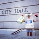 Eco-champion reusable bag prevails over single-use plastic bag